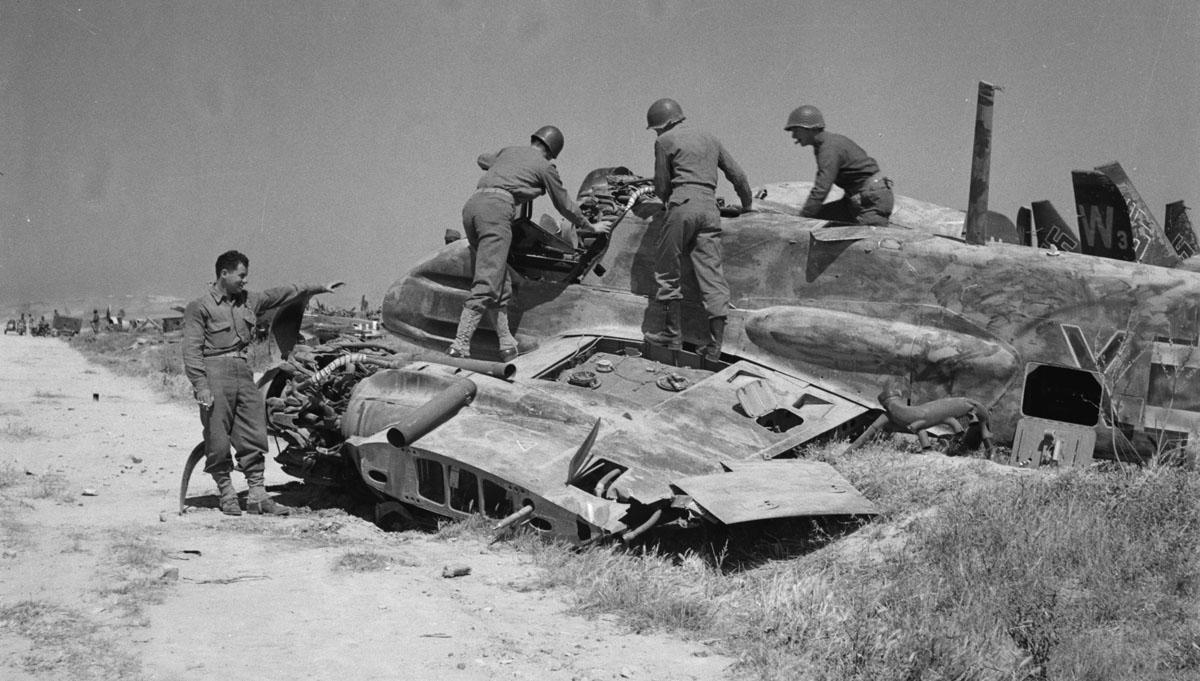 Hs129B_wreck_El_Aouiana_May_1943.jpg