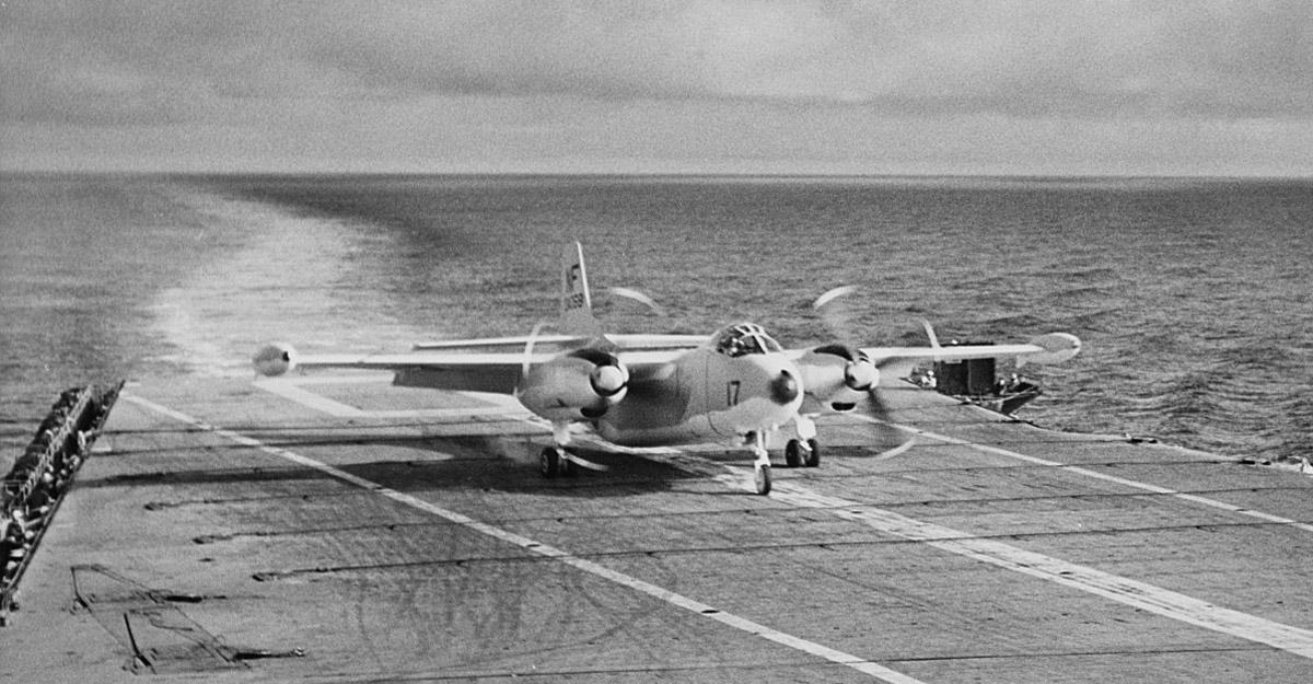1280px-North_American_AJ-2_Savage_of_VAH-6_lands_on_USS_Yorktown_(CVA-10)_on_6_December_1955_(NH_97459).jpg
