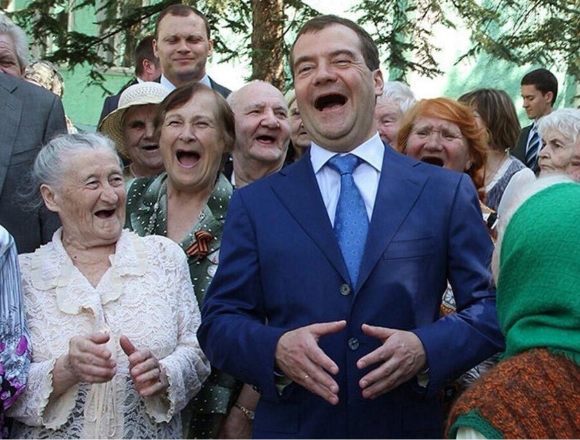 Гуляем, бабульки!