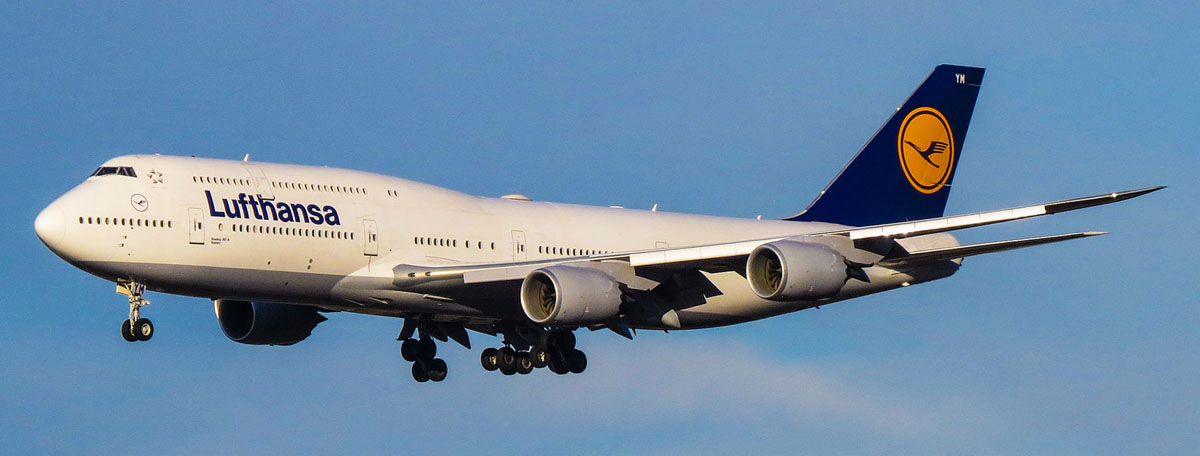 Сегодня в небе Lufthansa_Boeing_747-8_(16093562187).jpg