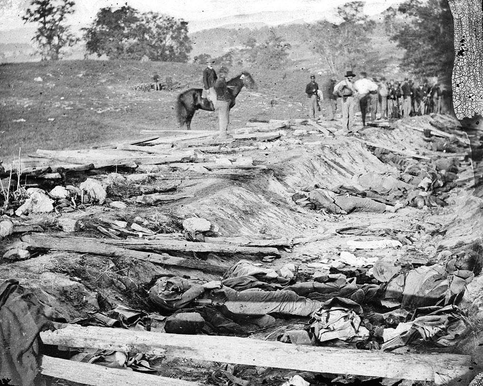 1280px-Antietam_Battle,_Bloody_Lane,_1862