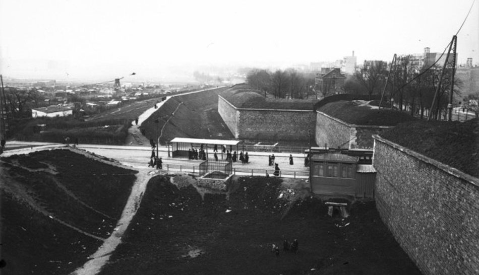 Fortifications_de_la_porte_de_Versailles_(Paris).jpeg
