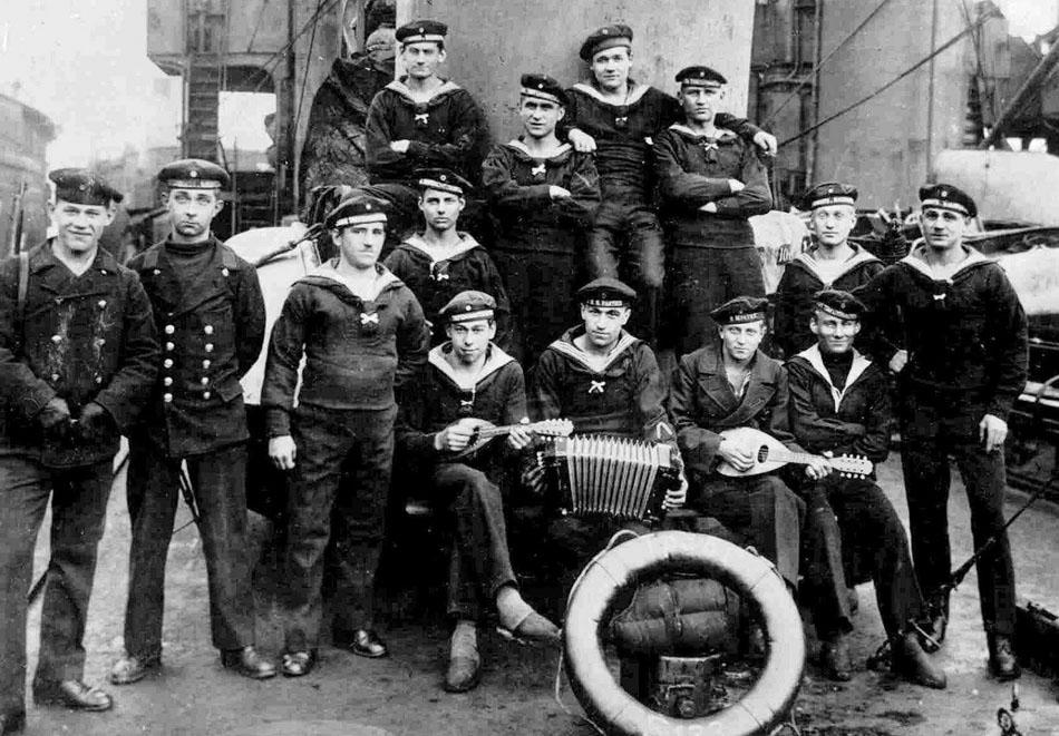 kiel sailors - Mutiny 1918 - Deutschland und die Ostmark - Peter Crawford