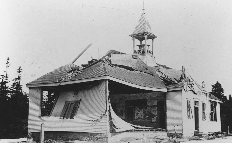 1280px-Damage_to_Tufts_Cove_School_after_Halifax_Explosion,_Tufts_Cove,_Dartmouth,_Nova_Scotia,_Canada,_1917-1918