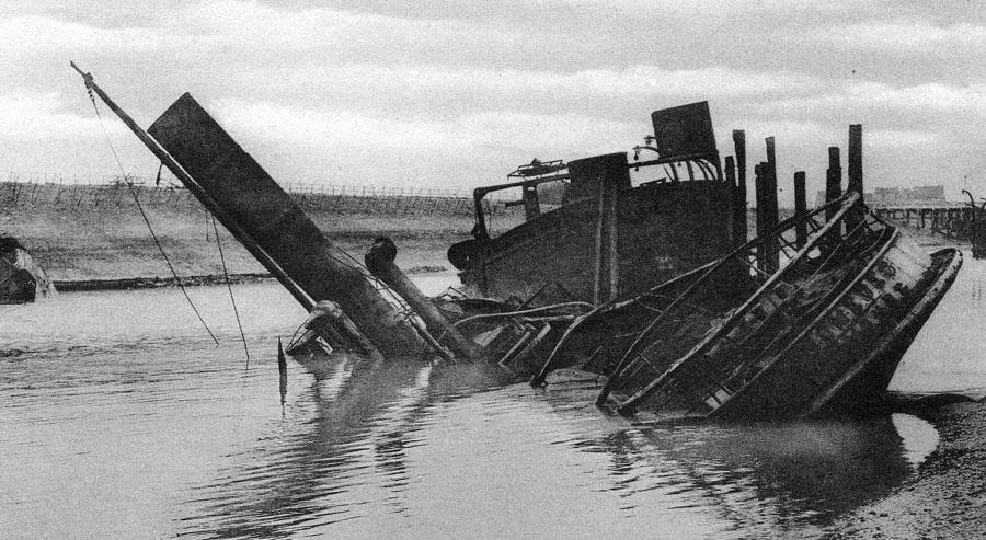 HMS_Iphegenir_Zeebrugge_Raid