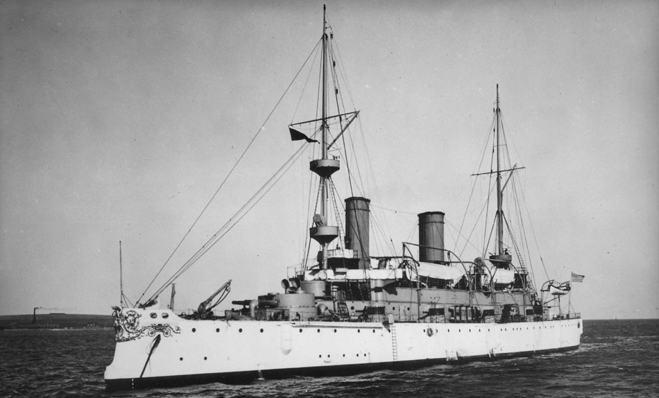 Olympia_(Cruiser_6)._Port_bow,_02-10-1902_-_NARA_-_513012