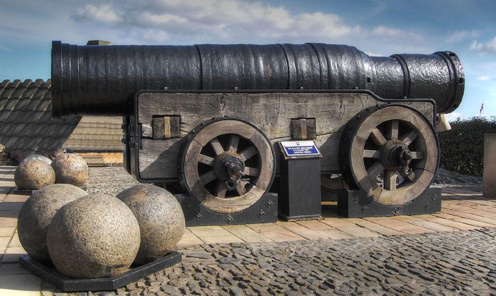 Mons_Meg,_Medieval_Bombard,_Edinburgh,_Scotland._Pic_01