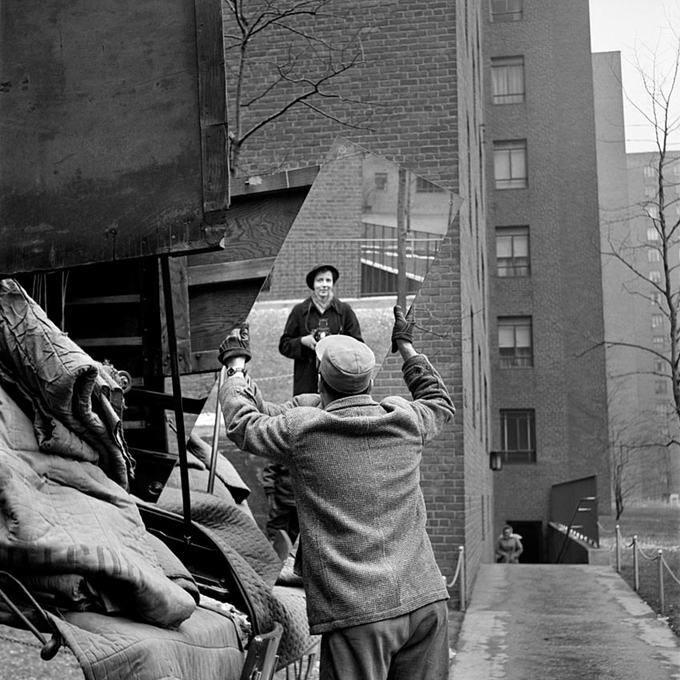 Vivian Maier Мужчина с зераклом, автопортрет