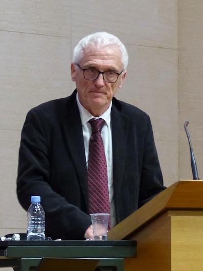 Ян Томаш Ґросс (пол. Jan Tomasz Gross; нар. 1 серпня 1947, Варшава) — американський соціолог, історик та політолог польсько-єврейського походження, професор Принстонського університету.