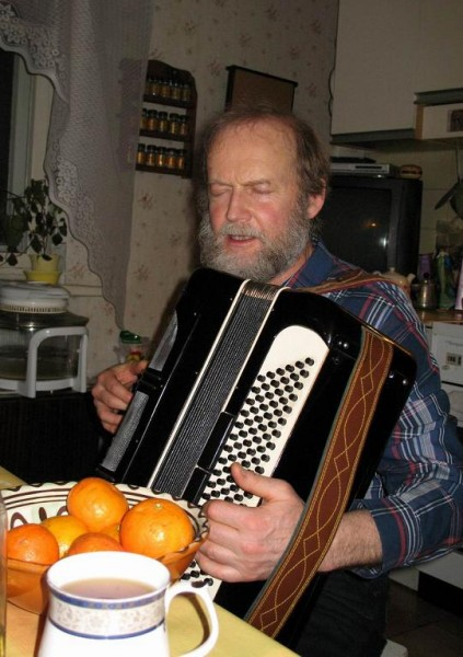 Папа с аккордеоном