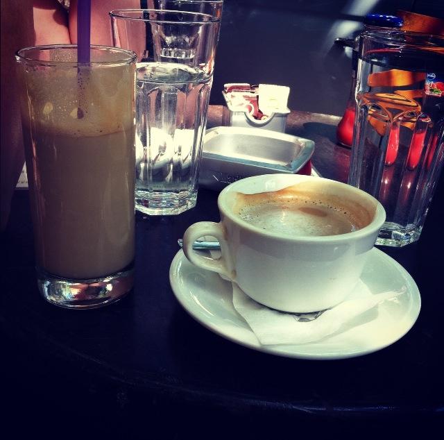 сцена фото кофе ночью в кафе получается, что