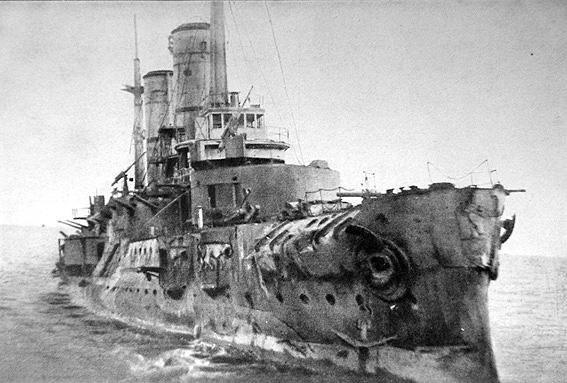 """Русский линейный корабль """"Слава"""" или """"Gloria"""" в Моонзундском сражении Moon Sound 1917 года с превосходящими силами противника."""