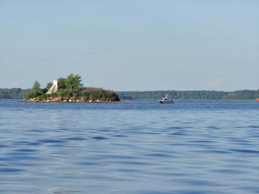 островок на месте Преображенского храма.