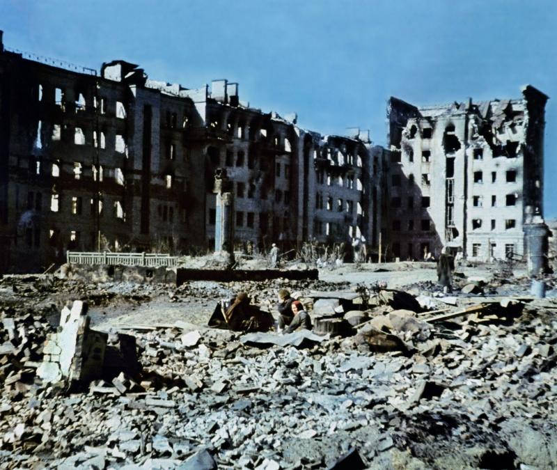 Уцелевшие мирные жители в Сталинграде