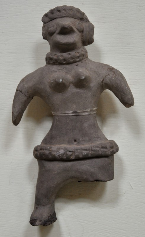 Archaic_Mother_Goddess_-_Terracotta_-_Circa_up_to_4th_Century_BCE_-_Showcase_17-12_-_Prehistory_and_Terracotta_Gallery_-_Government_Museum_-_Mathura_2013-02-24_6451