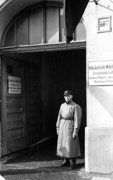 16_Bundesarchiv_Bild_137-056310,_Litzmannstadt,_Volksdeutsche_Mittelstelle