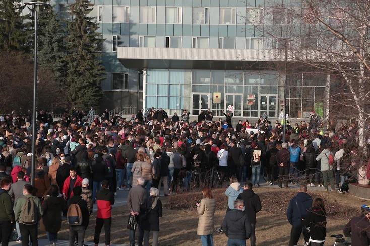 "Митинг сторонников Навального в Перми 21 апреля. Фото ""Коммерсантъ"""