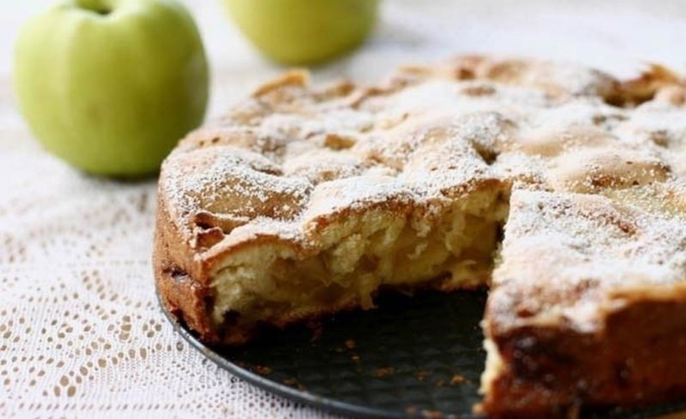 шарлотка с яблоками быстро