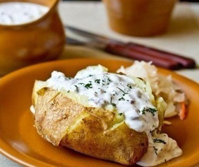 Печенная картошечка с сметано-селедочным соусом