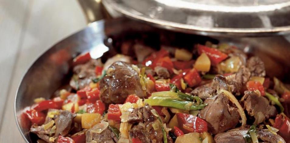 Фруктово-овощное жаркое с куриной печенью