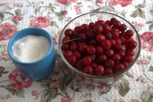 #вкусныйжж Время заготовок! Густое вишневое варенье за 30 минут.