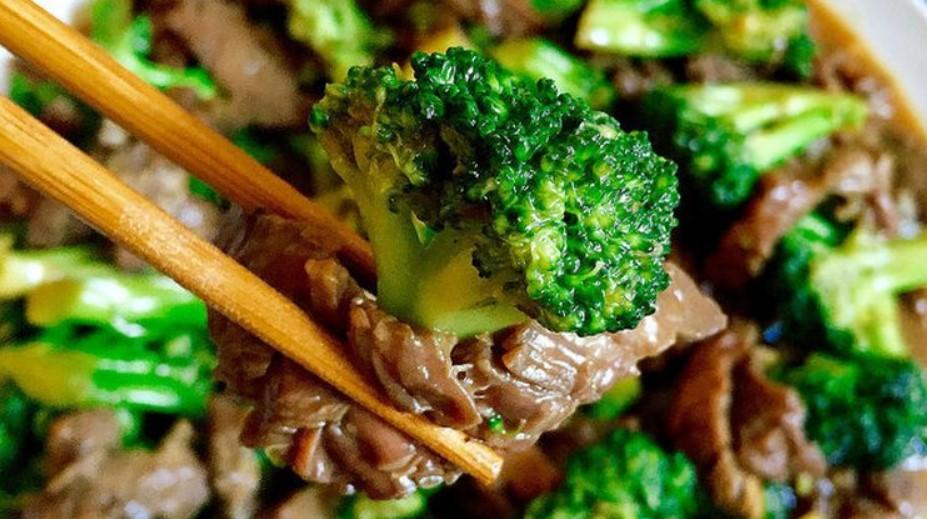 Тайская кухня. Говядина с брокколи и с тайным ингредиентом