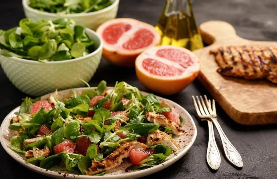 рецепт салата с курицей гриль