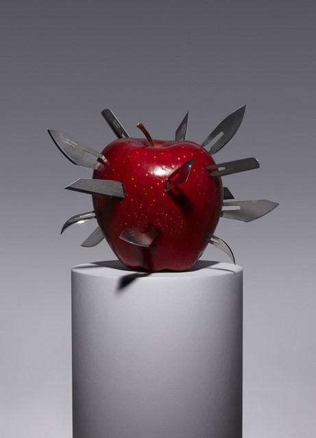 запрещенные фрукты от Aaron Tilley яблоко