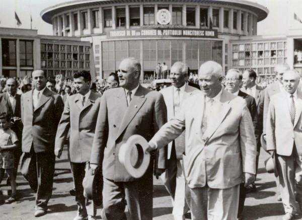 1960-Nicolae-Ceauşescu-lângă-Gheorghe-Gheorghiu-Dej-la-primirea-liderului-sovietic-Nikita-Hruşciov-la-Bucureşti-Fototeca-online-a-comunismului-românesc
