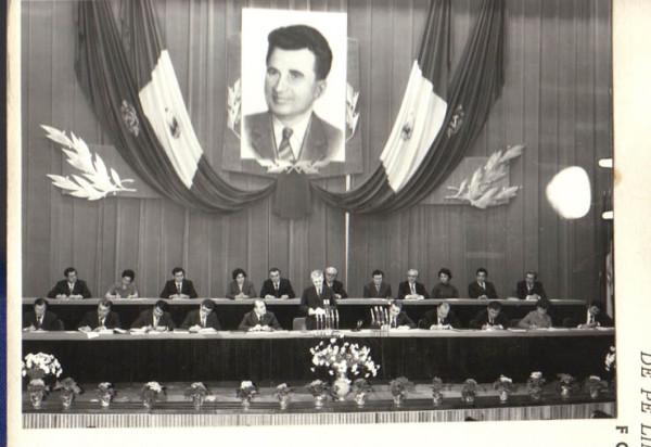 1979-Nicolae-Ceauşescu-la-prezidiu-şi-în-portret-Fototeca-online-a-comunismului-românesc