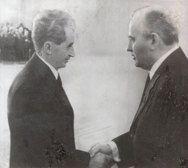 1985-Nicolae-Ceauşescu-se-întâlneşte-la-Moscova-cu-Mihail-Gorbaciov-Fototeca-online-a-comunismului-românesc