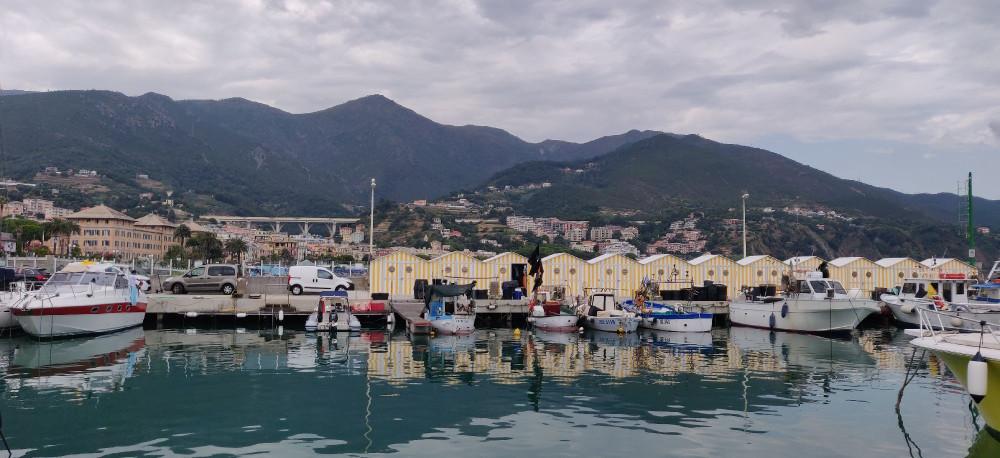Марина в Аренцано небольшая и   скромная. Кстати в Коголето вообще нет, но разговоры о строительстве слышу 15 лет.
