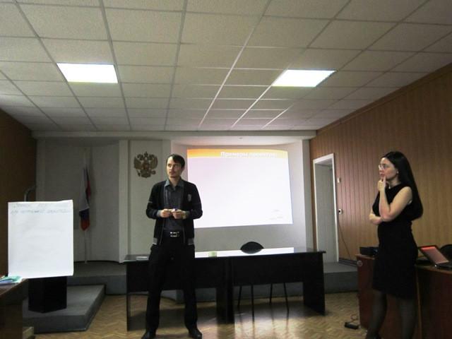 О. Быданов с проектом по уголку релаксации для администрации