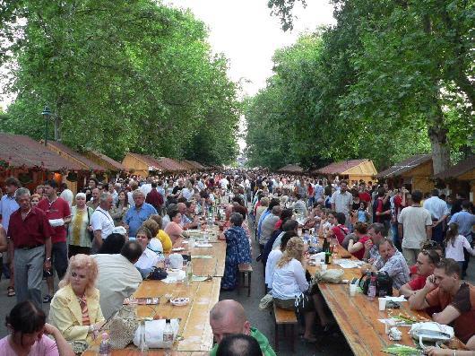 праздники и фестивали с веселыми конкурсами, гуляньями, играми