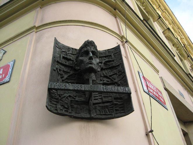 7_KAFKA_memorialnaja_doska