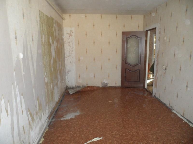 Комната до ремонта.