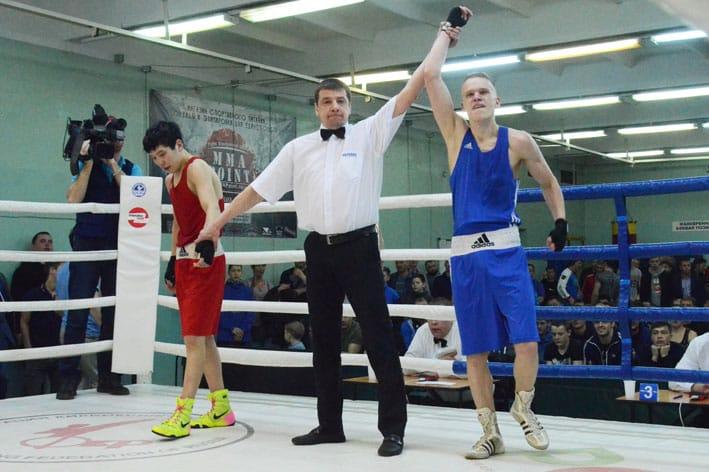 Родион Крысин - победитель первенства ДФО по боксу. Эта и следующие 5 фотографий - с сайта http://www.prim-box.ru/