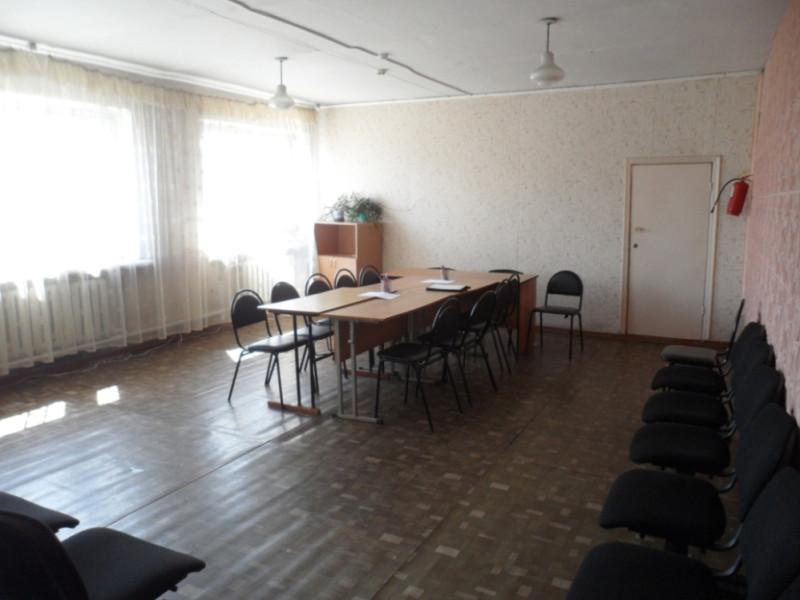 В этом помещении проходило заседание муниципального комитета Липовецкого городского поселения.