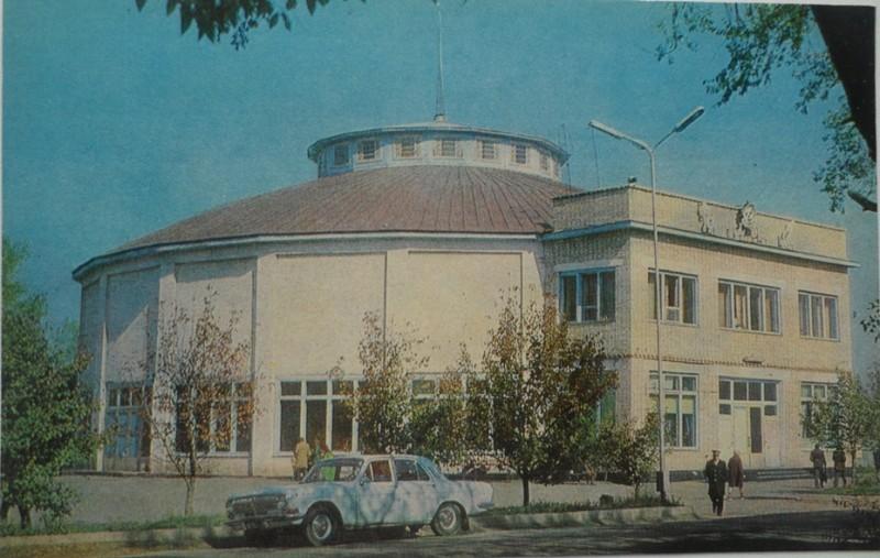 Уссурийкий цирк в 1982 году, фото представлено А. Щиголем.