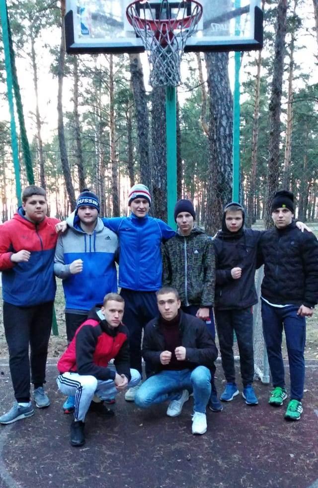 Родион Крысин (внизу слева) на сборах в Кургане. Фотографии предоставлены Игорем Ярмульским и Сергеем Бишировым.