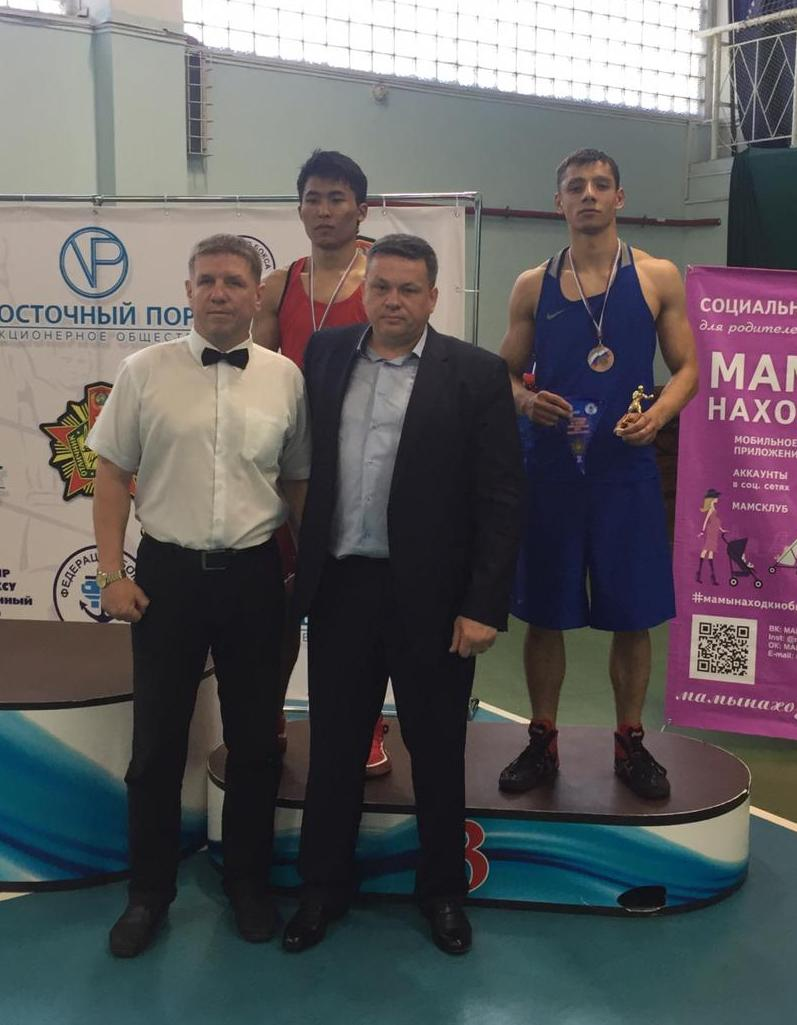 В синей форме - Артур Столбун, фото предоставлено федерацией бокса УГО.