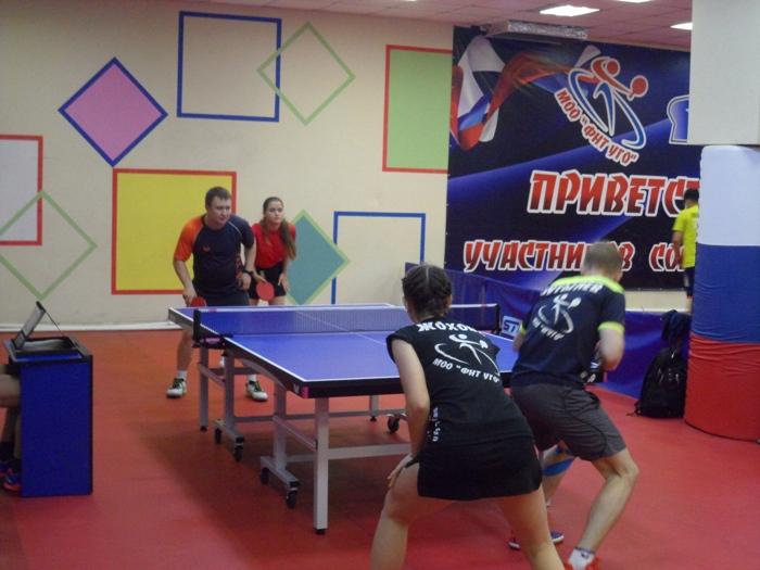 Анна Кузьменко и Дмитрий Алмазов на заднем плане. На переднем - Полина Жохова и Михаил Бутылев.