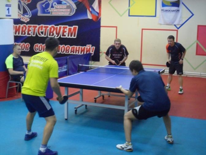Александр Крапивницкий и Дмитрий Алмазов (на заднем плане).