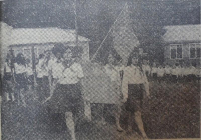 Дружина направляется на линейку, 1976 год.