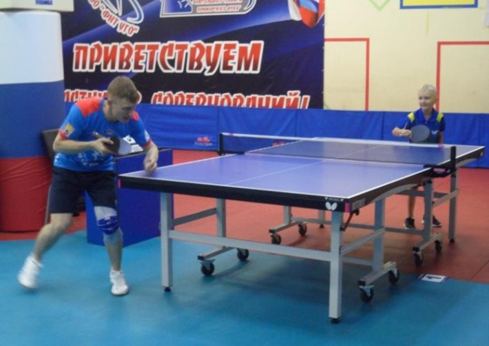 Слева - Михаил Бутылев.