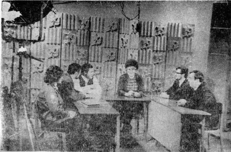 Студенты и преподаватели на телепередаче об Уссурийском пединституте.