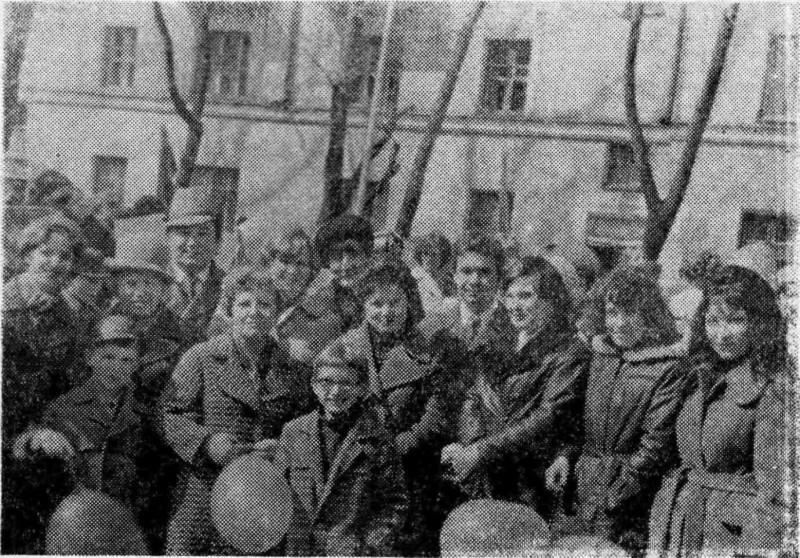 На первомайской демонстрации.