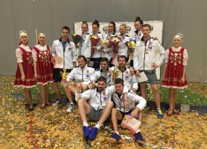 Женская и мужская сборные Москвы. Фото с сайта ttfr.ru