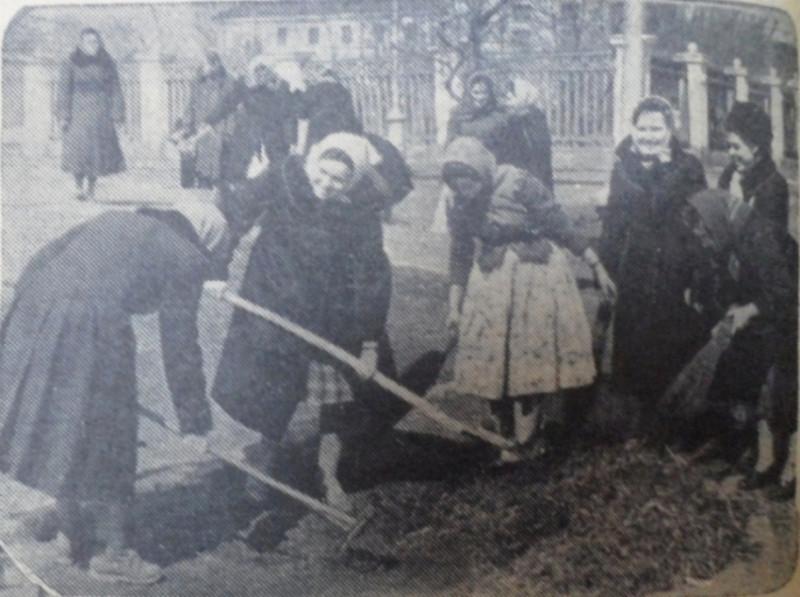 """По всей видимости, пересечение улиц Советской и Володарского, фото - газета """"Коммунар"""", 1961 год."""