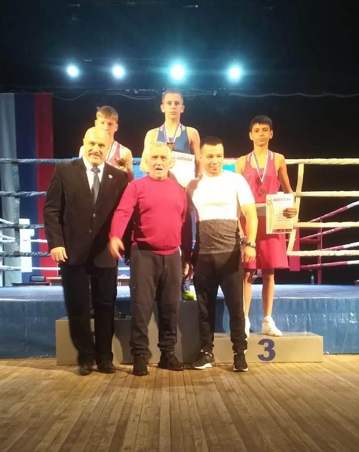 Кирилл Кирилюк - крайний справа.
